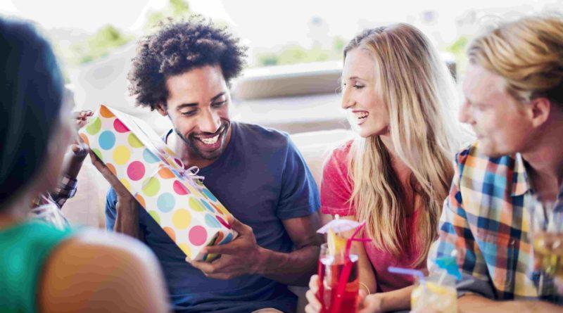 Как правильно выбрать подарок для лучшего друга?