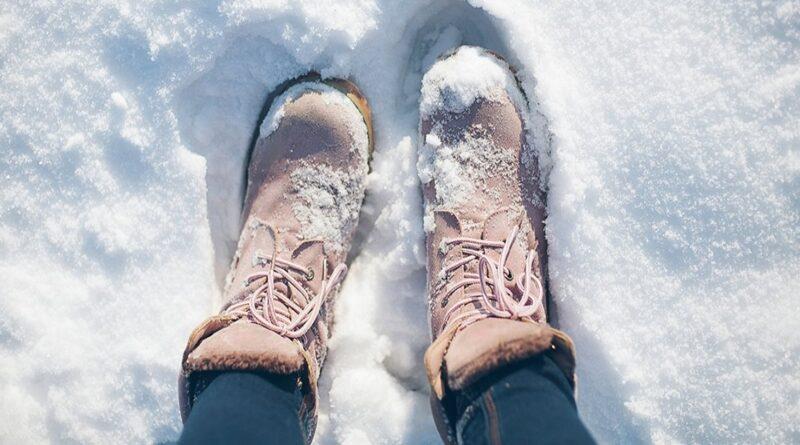 Как сберечь красоту ног зимой