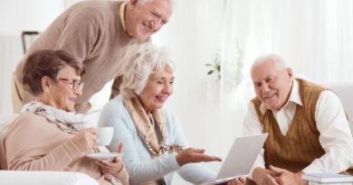 Как обеспечить достойную старость престарелым родственникам?
