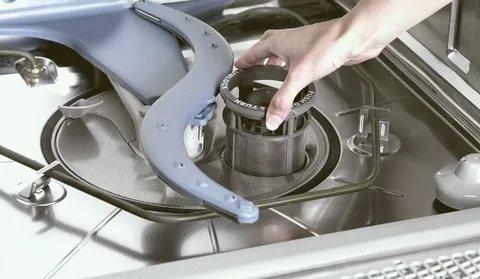 Самые частые проблемы с посудомоечной машиной